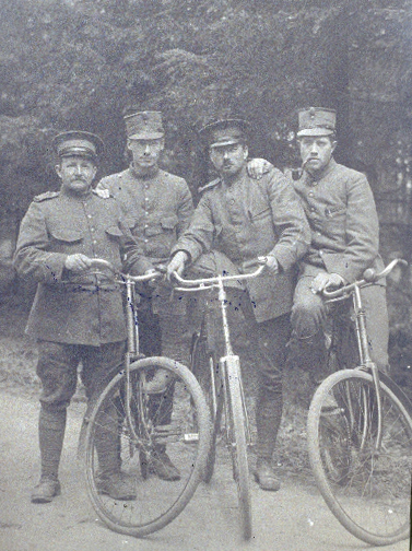 grenswachtsoldaten-fietsen-wo1